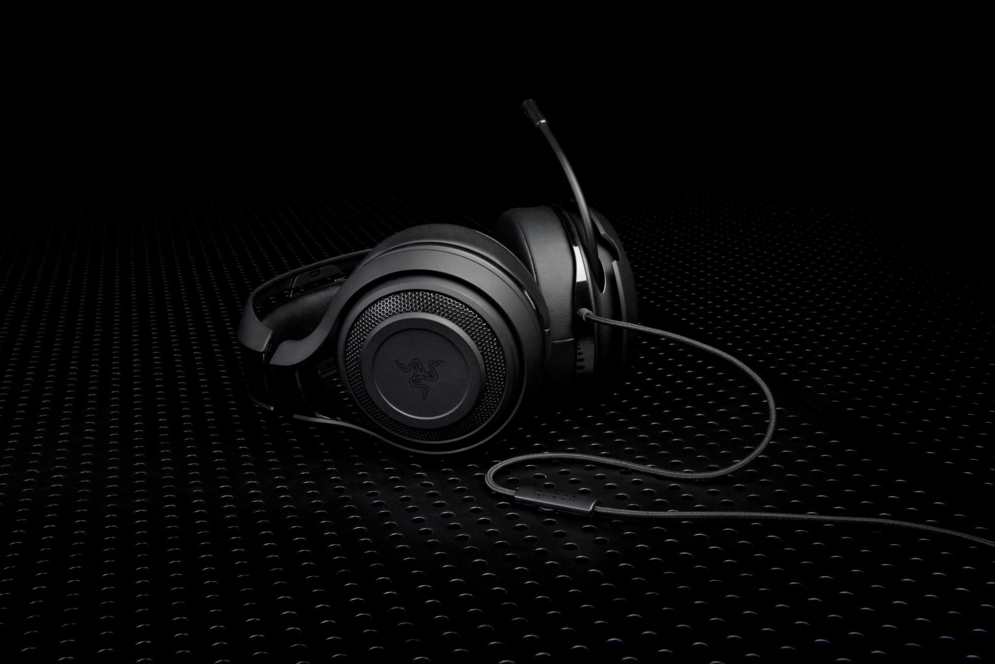 ManOWar 7.1 3 Review: Razer Delivers Heavy Duty Headset With The Man O'War