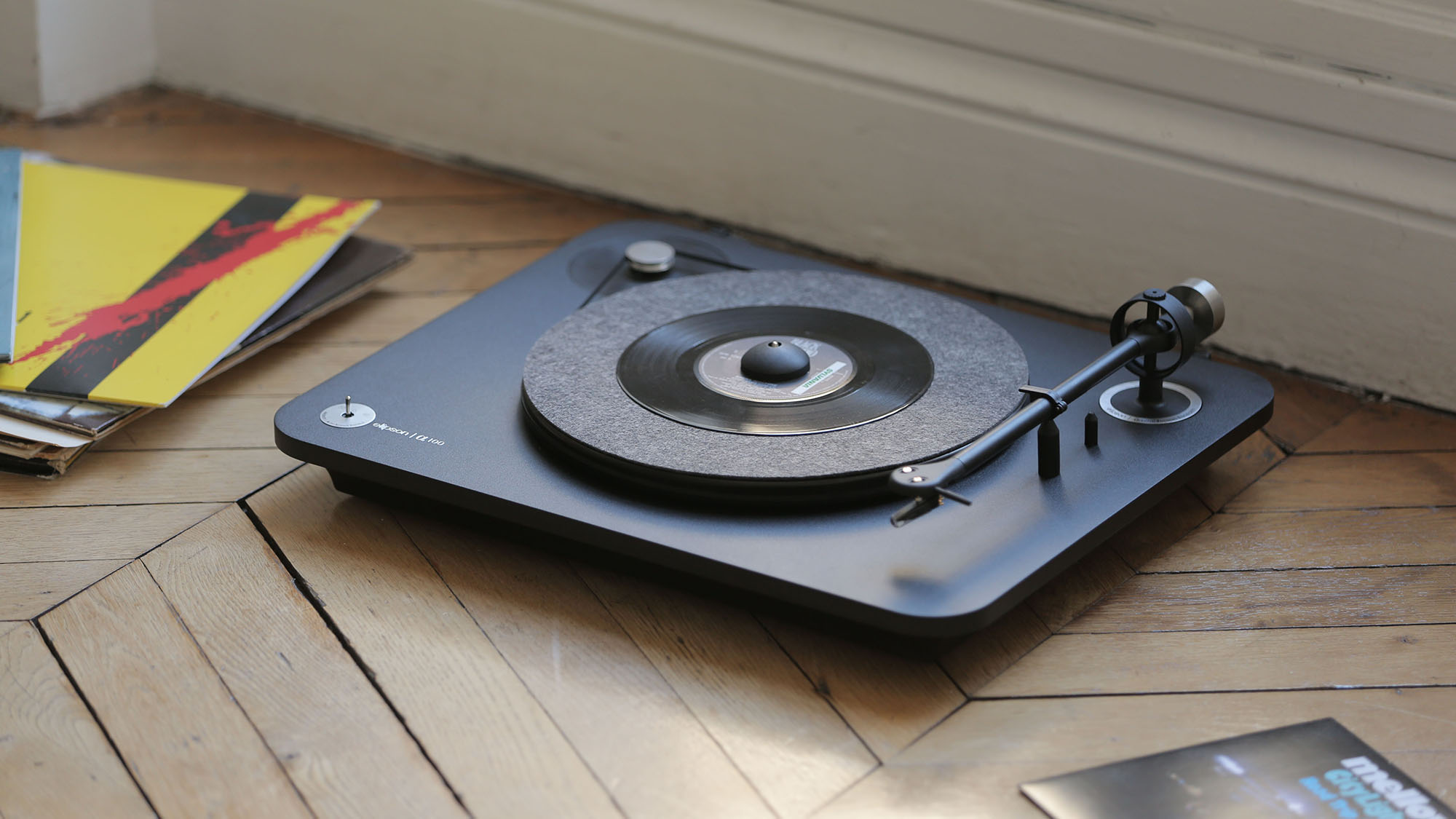 ELI ALpha 100 lifestyle 1 Elipson Turntables Combine Quality Sound With Flair
