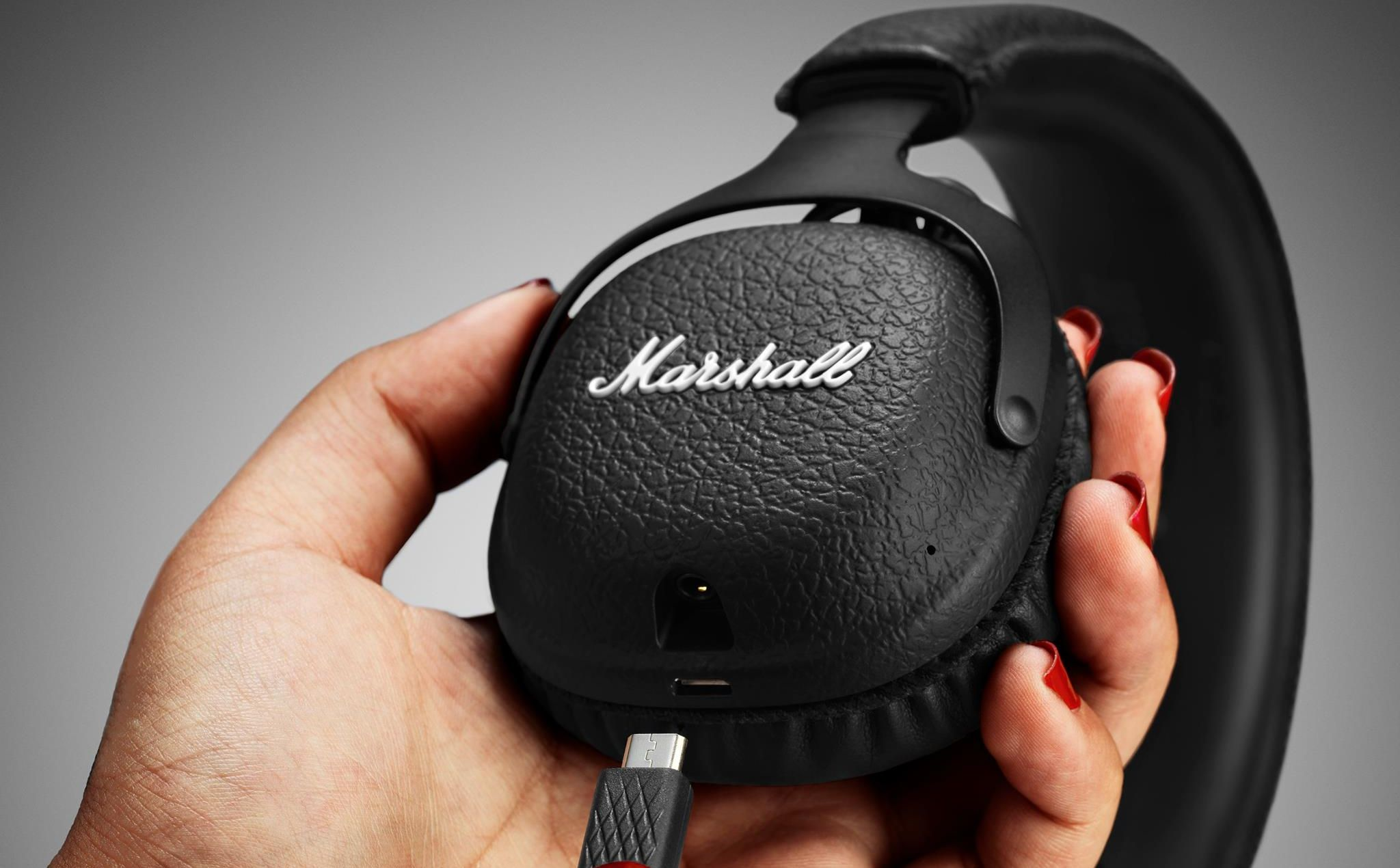 marshall headphones Review: Pom Pro Music Company Excels With New Bluetooth Headphones