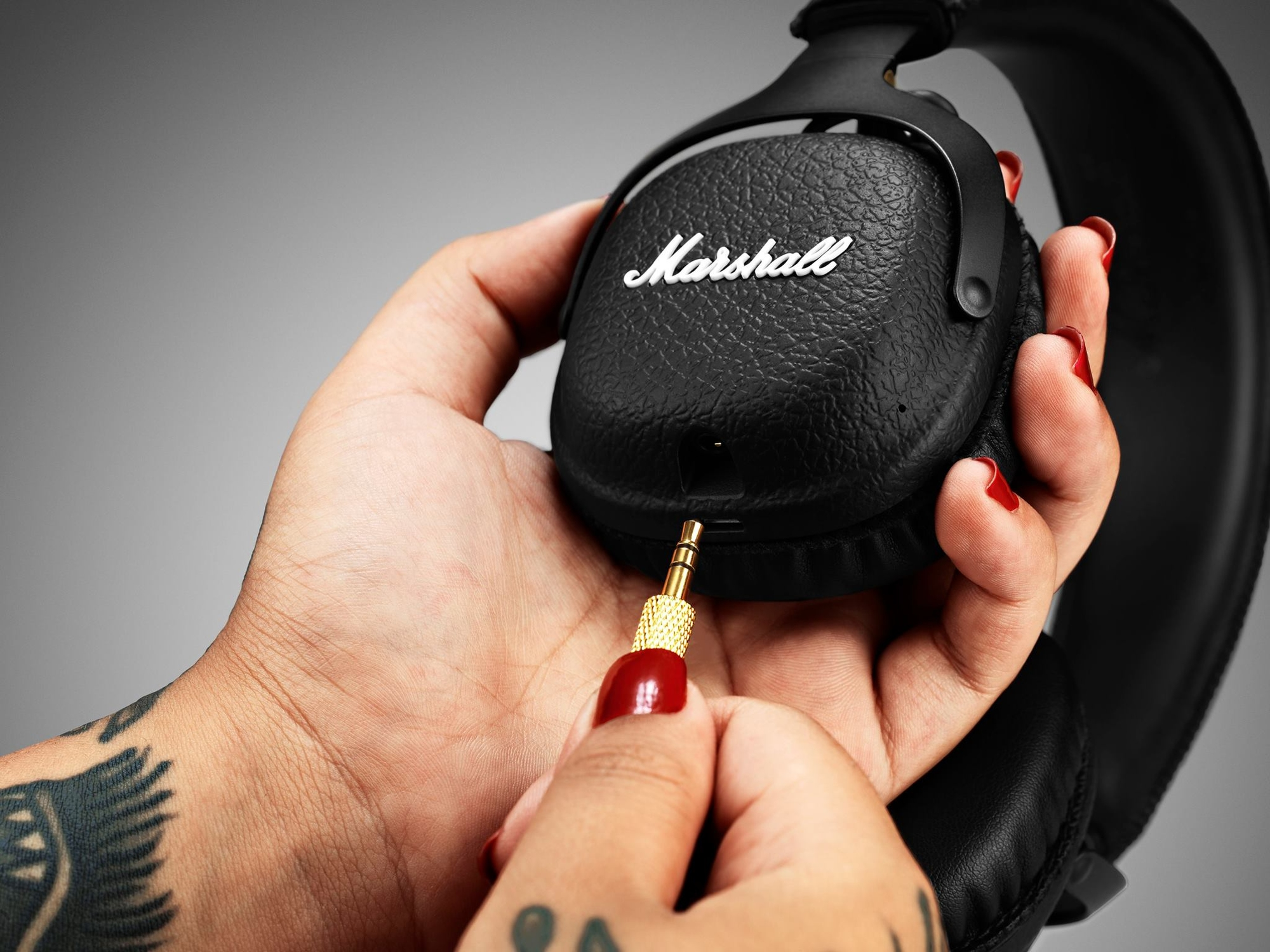 mid wireless plug Review: Pom Pro Music Company Excels With New Bluetooth Headphones
