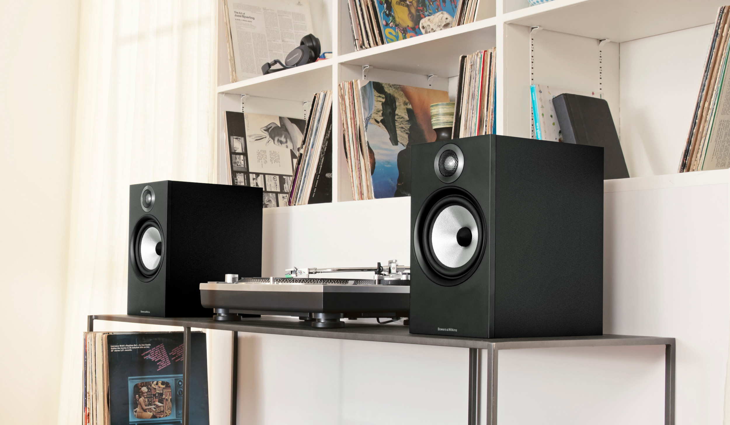 606 crop with Turntable New Bowers and Wilkins 600 Series Speakers Set To Ignite Sound Market