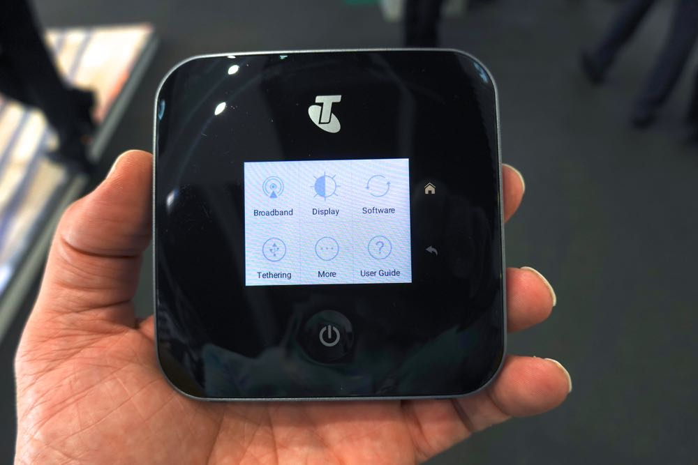 REVIEW: New Telstra M2 Nighthawk Mobile Router, Fast, & A Cracker