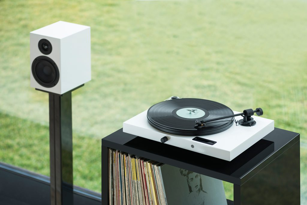 Juke Box E 8 1024x684 All In One Turntables Offer A Modern, Minimalist Introduction To Vinyl