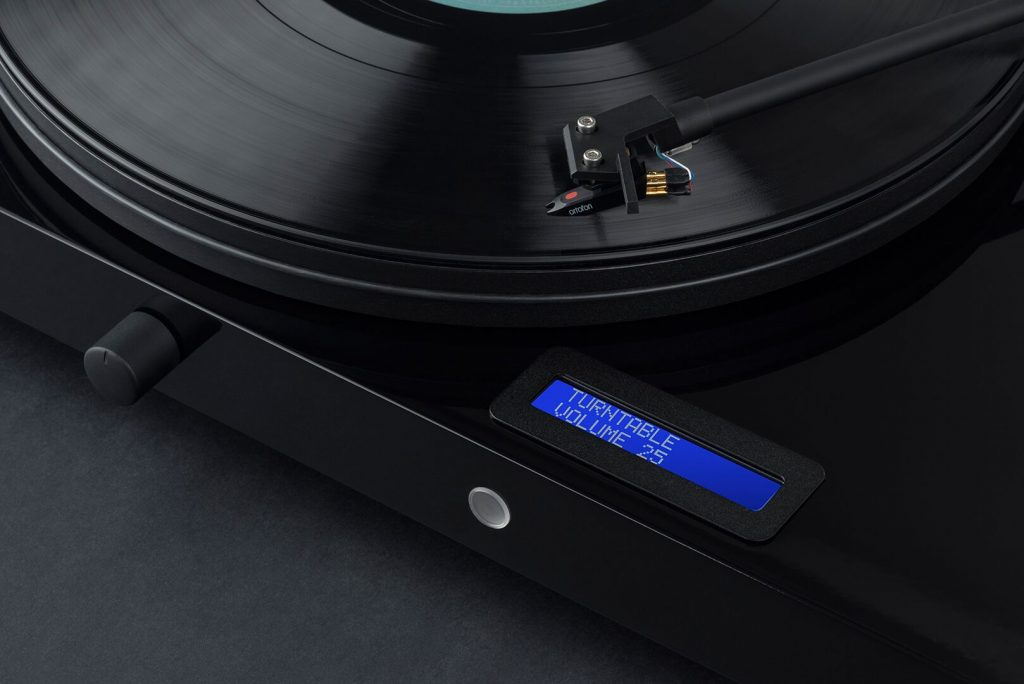 COBrCFTB 1024x684 REVIEW: Pro Ject Juke Box E, Record Turntable + Speaker Combo